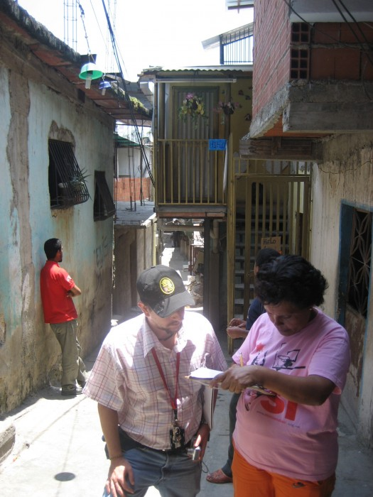 Public officials from the municipal administration and activists making inspections of housing conditions in the parish of 23 de Enero.