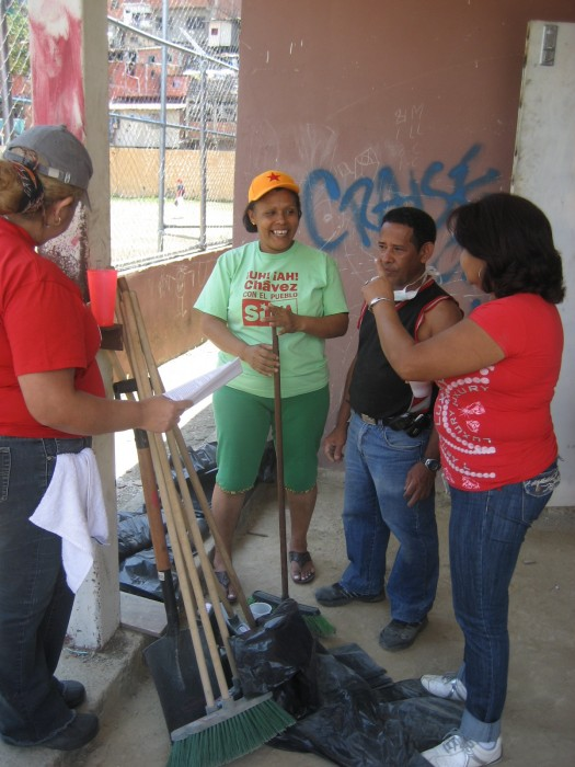 A group of community activists in the parish of 23 de Enero cleaning up an abandoned hospital site in 2009.