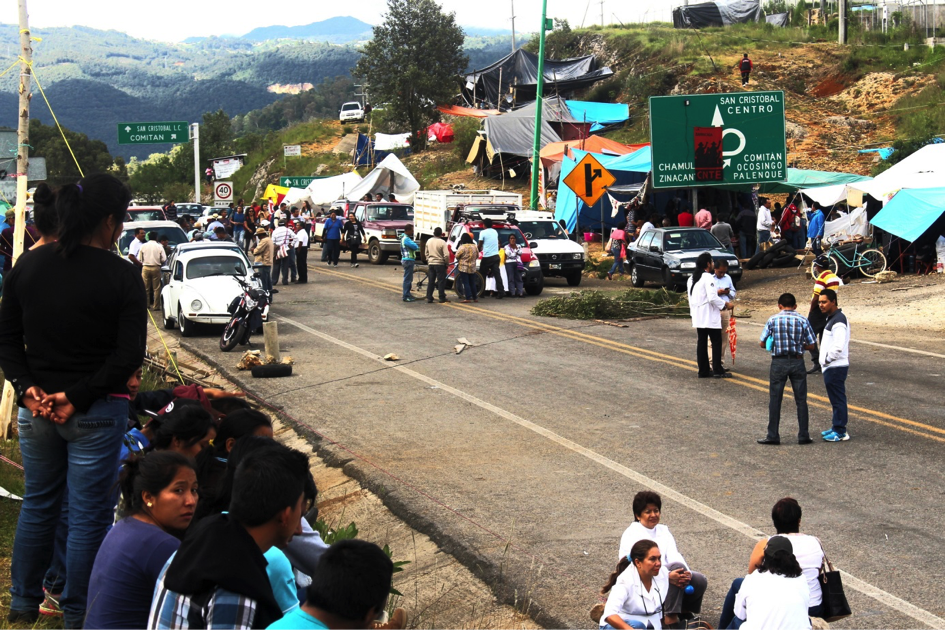 The blockade of San Cristobal de Las Casas (Photo: Alessandro Zagato)